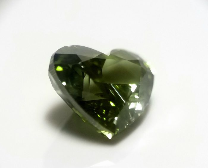 Chameleon 101ct Natural Loose Fancy Best Green Color Heart Diamond GIA SI2 264141538018 3 700x565 - Chameleon 1.01ct Natural Loose Fancy Best Green Color Heart Diamond GIA SI2